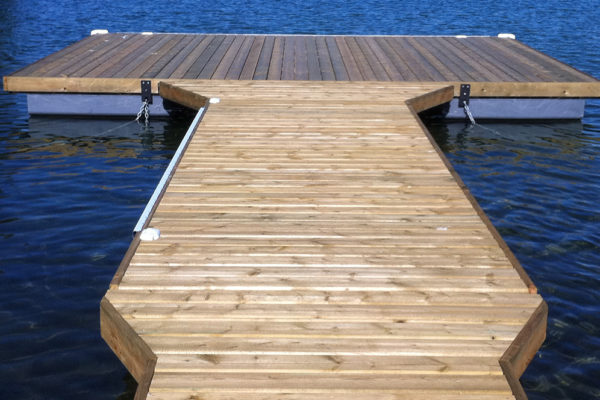• 6'x20' flare ramp with 6'x20'flare walkway & 10'x20' T dock