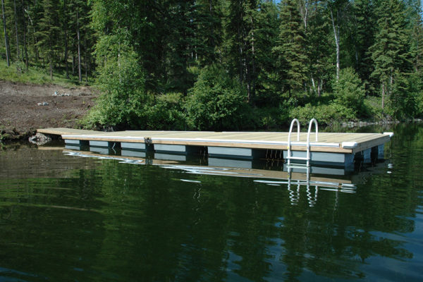 • 4'x16' Ramp with two 10'x20' docks• 17 NW450 floats required