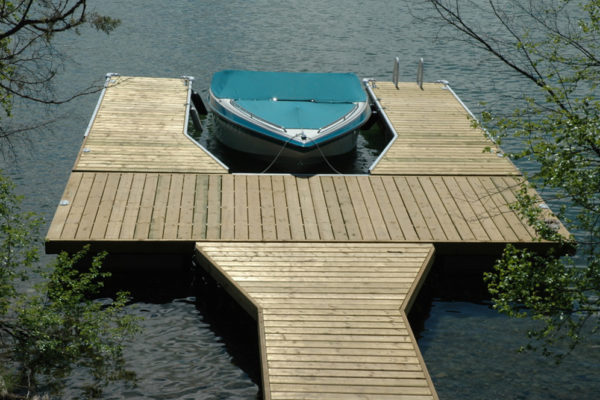 • 4'x16' flared ramp with 10'x20'• Two 6'x20' flanges• 21 NW550 floats required