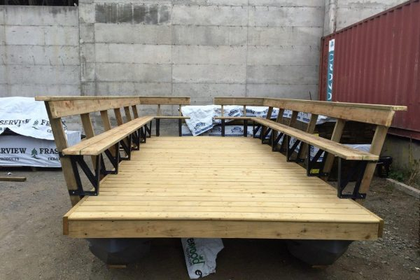 8x 18 Party barge with bench railing - 2